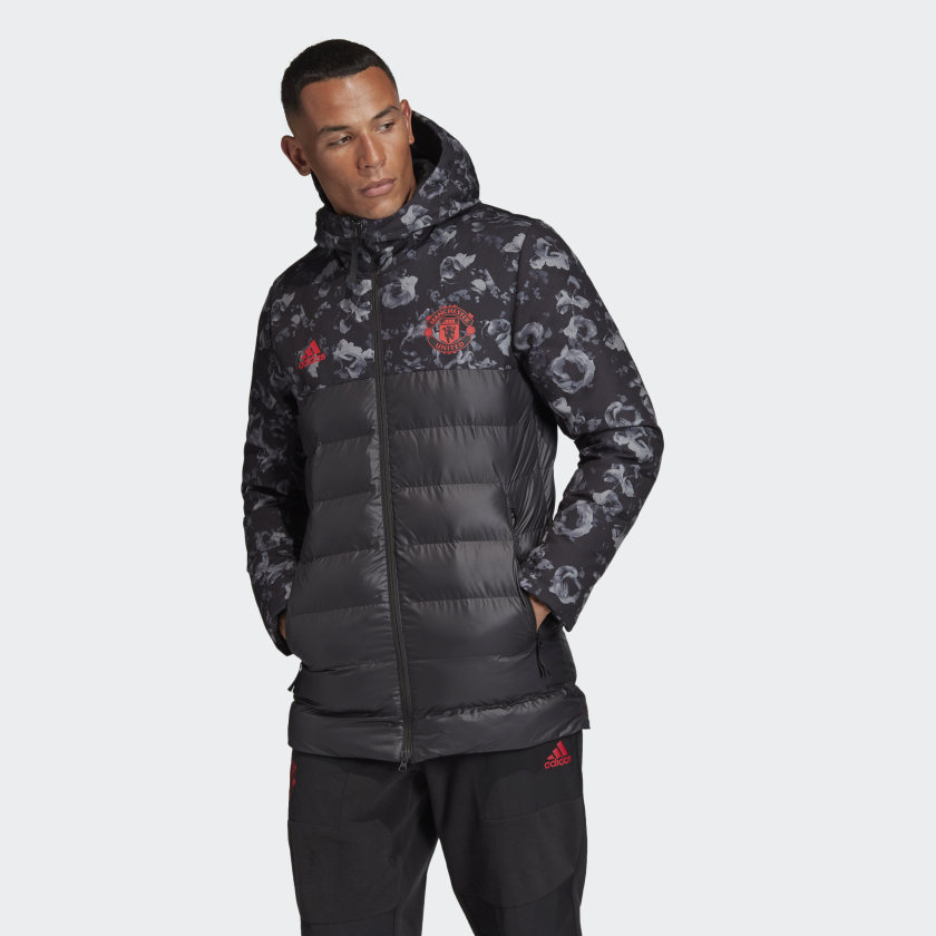Manchester_United_Seasonal_Special_Padded_Jacket_Black_DX9066_21_model.jpg