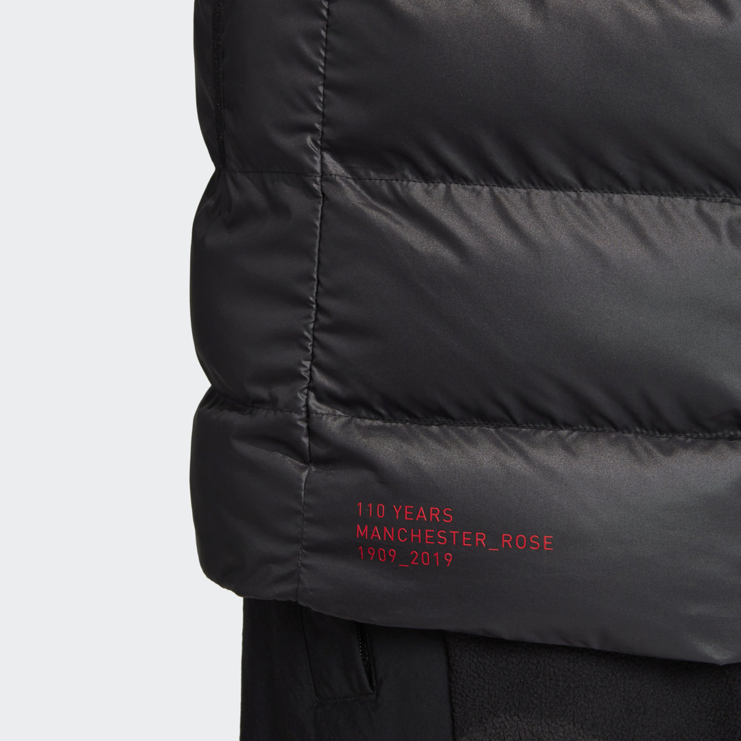 Manchester_United_Seasonal_Special_Padded_Jacket_Black_DX9066_43_detail.jpg