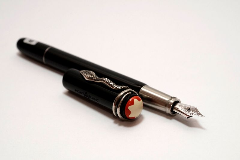 Montblanc-Heritage-Collection-Rouge-et-Noir-Special-Edition-3.jpg