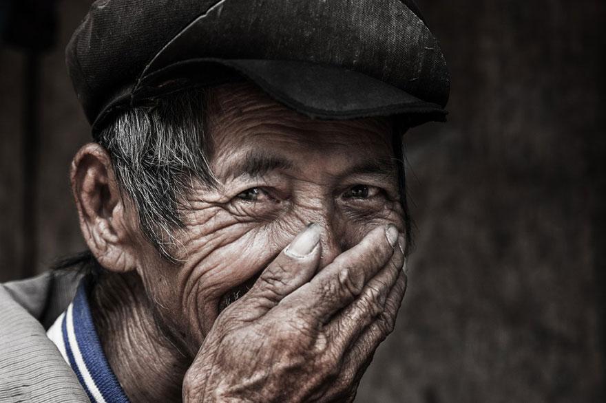portrait-photography-hidden-smiles-vietnam-rehahn-7.jpg
