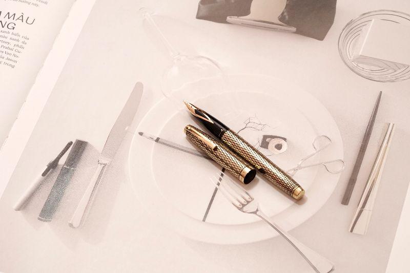 Sheaffer-Imperial-Sovereign-14KT-Gold-Filled-Diamond-Guillochè-a.jpg