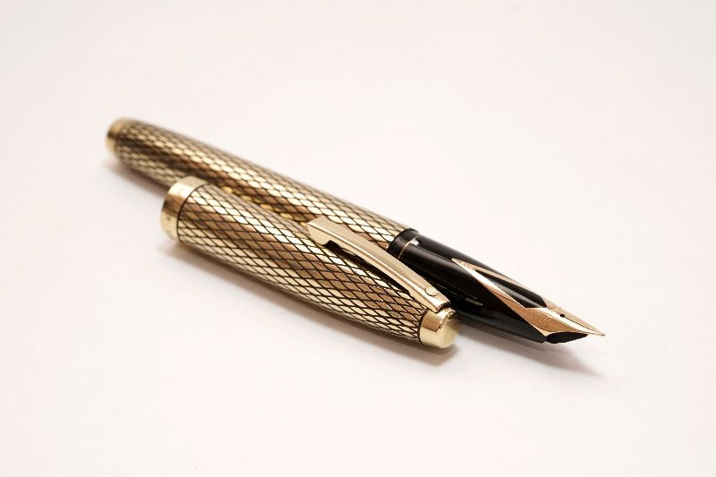 Sheaffer-Imperial-Sovereign-14KT-Gold-Filled-Diamond-Guillochè-c.jpg