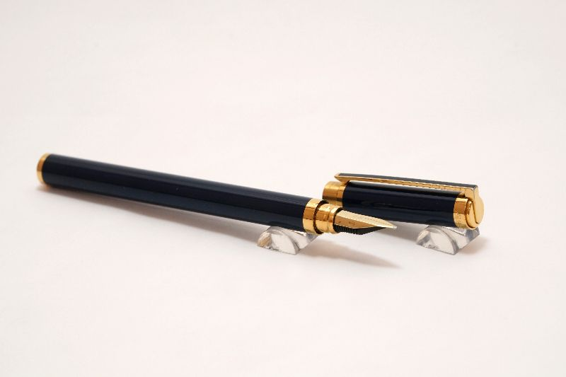 ST-Dupont-Navy-Blue-Lacquer-Gold-Accents-6.jpg