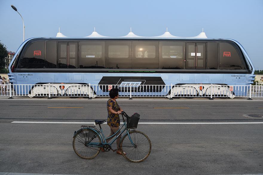 transit-elevated-bus-first-test-ride-qinhuangdao-china-4.jpg